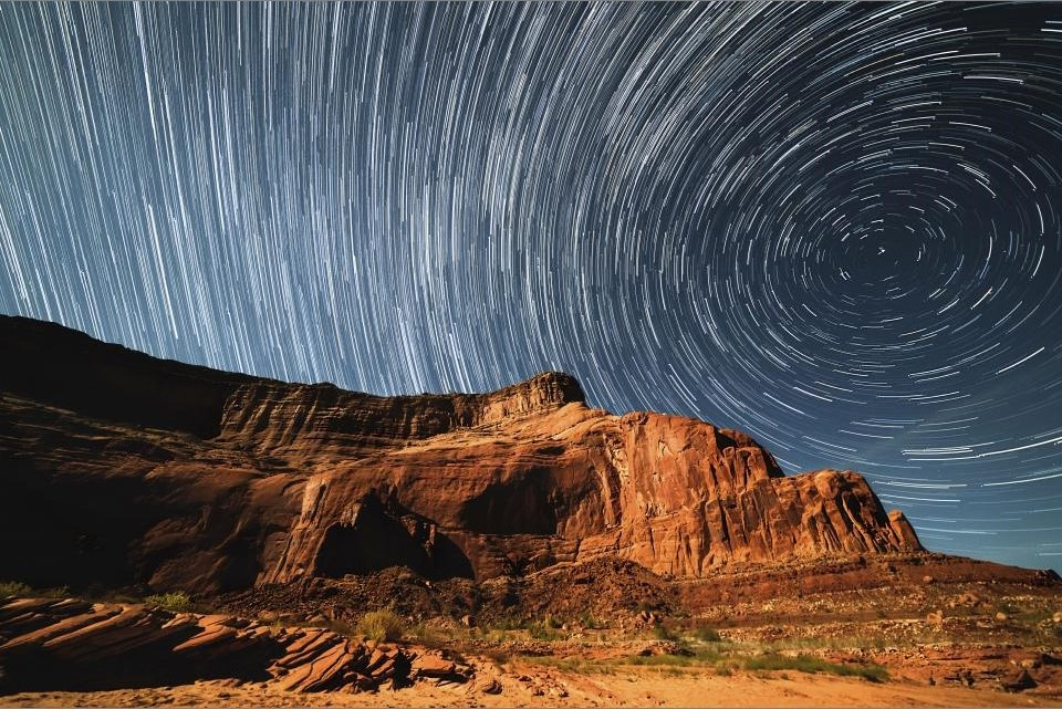 How To Photograph Star Trails ‫